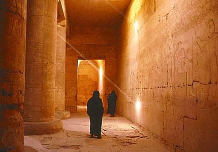 Pasillo en el templo de Seti I, Tebas, Egipto, siglo XIII.