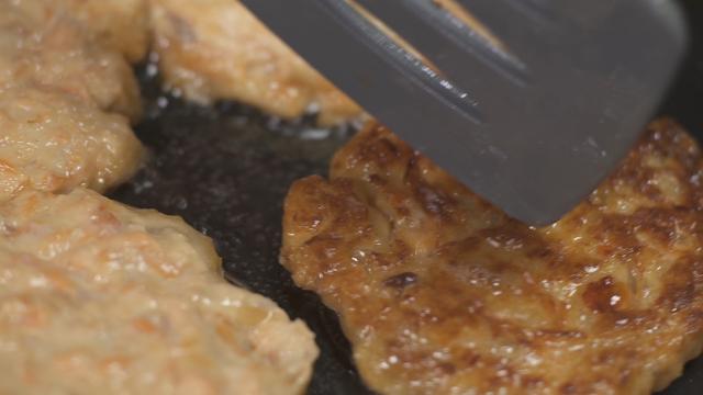 Burger Salmon Yang Berkhasiat Sebagai Bekalan Ke Sekolah