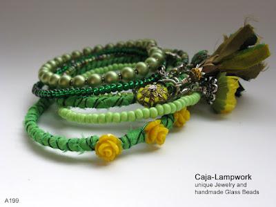 Sechs Grüne Stapel-Armreifen