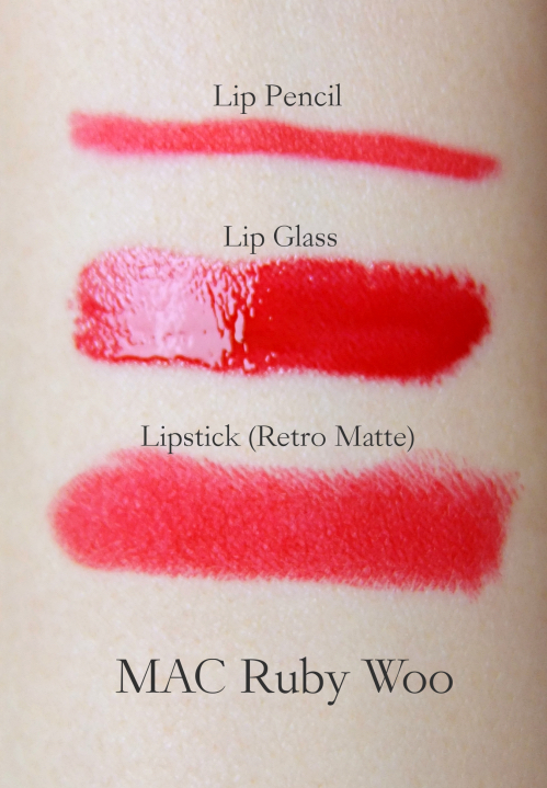 MAC Ruby Woo swatch