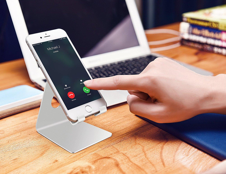 Dock per il telefono da mettere sulla scrivania in maodo da non perderlo