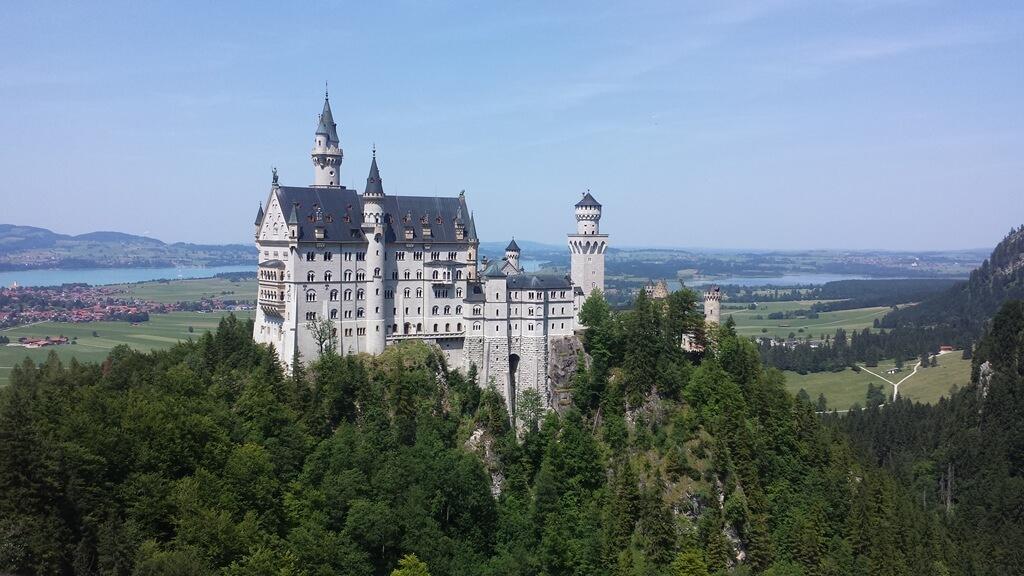 Como é o Castelo de Neuschwanstein visto da Marienbrucke