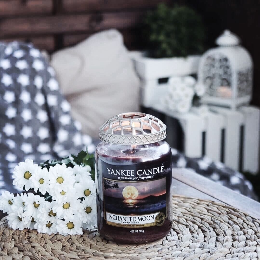 świeca yankee candle enchanted moon