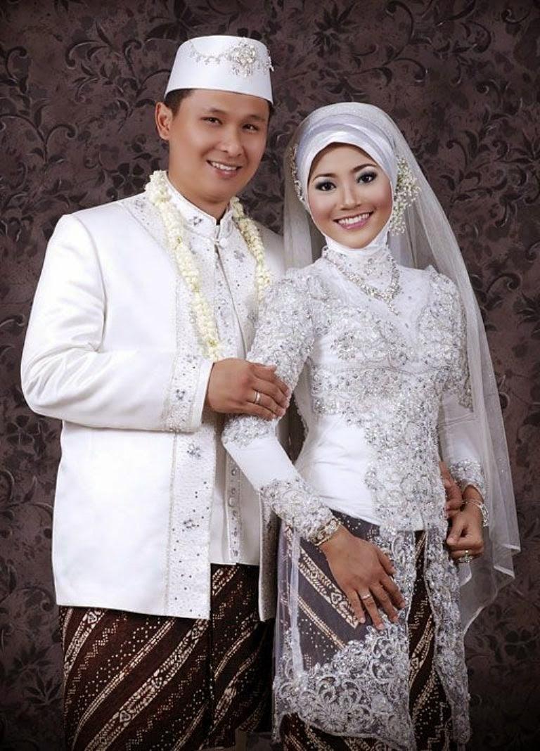 Model kebaya akad nikah muslim sudah mengalami modernisasi. Model kebaya  akad nikah muslim pada saat ini sudah berkembang menjadi modern dan lebih  terbuka ... b0bb90ac37
