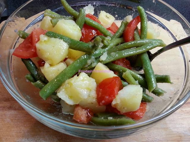 Insalata di fagiolini, pomodori e patate