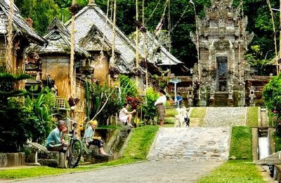 Rumah Adat Provinsi Bali ( Rumah Gapura Candi Bentar )