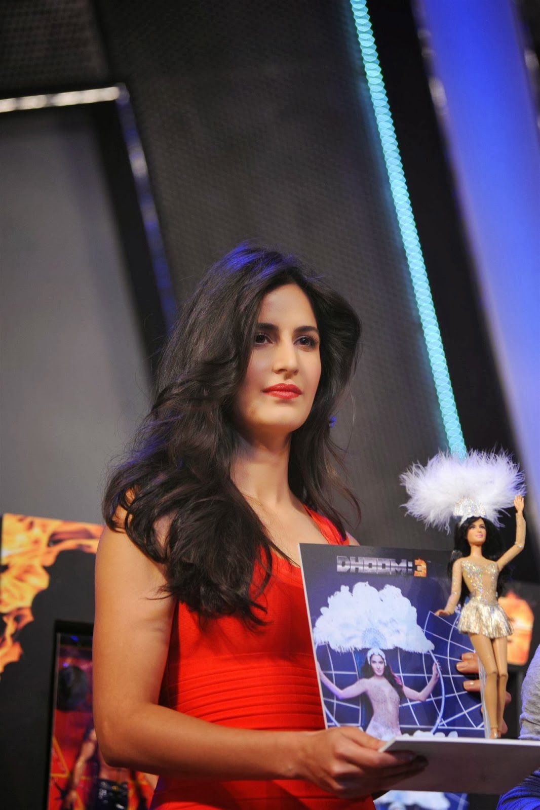 Katrina Kaif Smoking Hot Legs Show In A Figure Hugging -5476