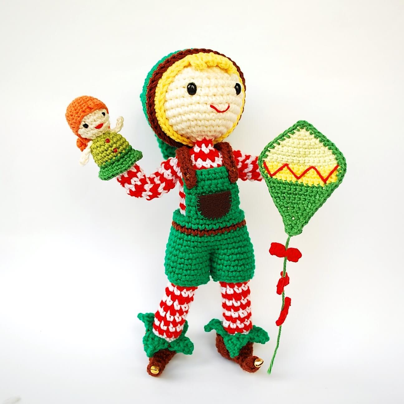 Crafteando, que es gerundio: Alfred, el elfo navideño de amigurumi