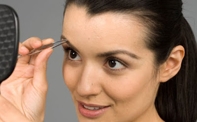 إستعمالات غريبة لملقط الحواجب ملقاط نتف تحديد تهذيب التجميل الاهتمام العناية بالبشرة woman skin care eyebrow shaping and tinting