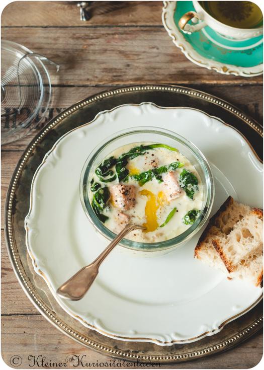 Oeufs en Cocotte mit Lachs und Spinat