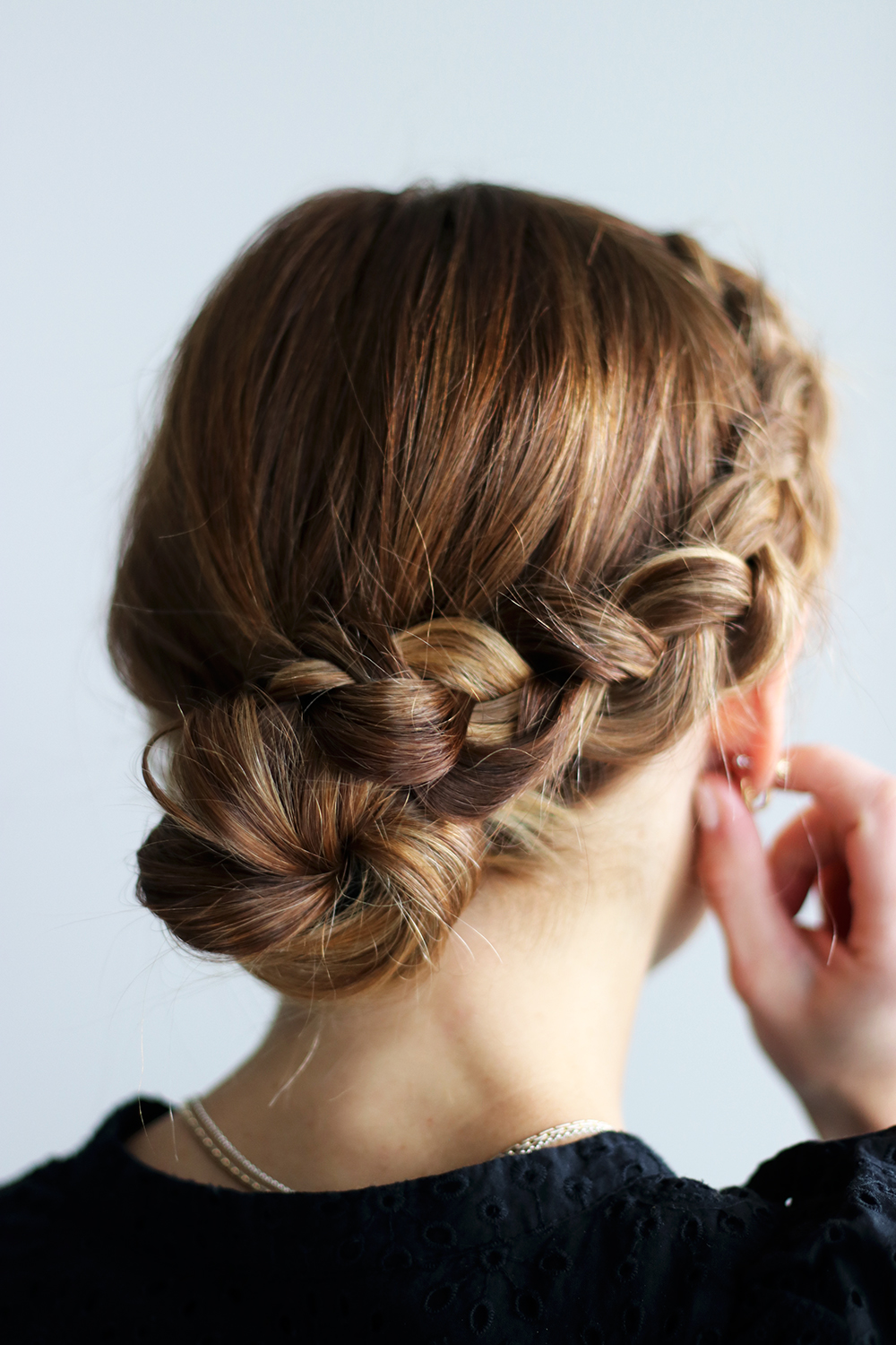 DIY File: Three Easy Bun Hairstyles for The Holidays - gaby burger