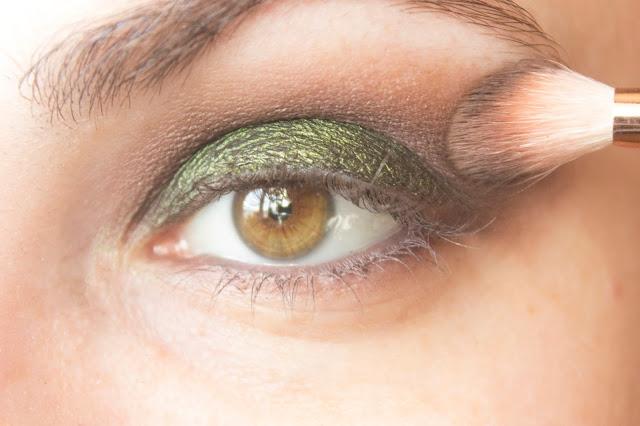 Макияж глаз с зелёным акцентом: шаг 6
