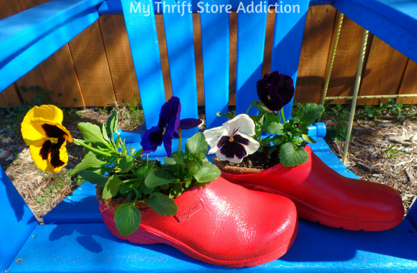 Recycled Garden Clog Planter mythriftstoreaddiction.blogspot.com Repurpose worn garden clogs as a creative planter