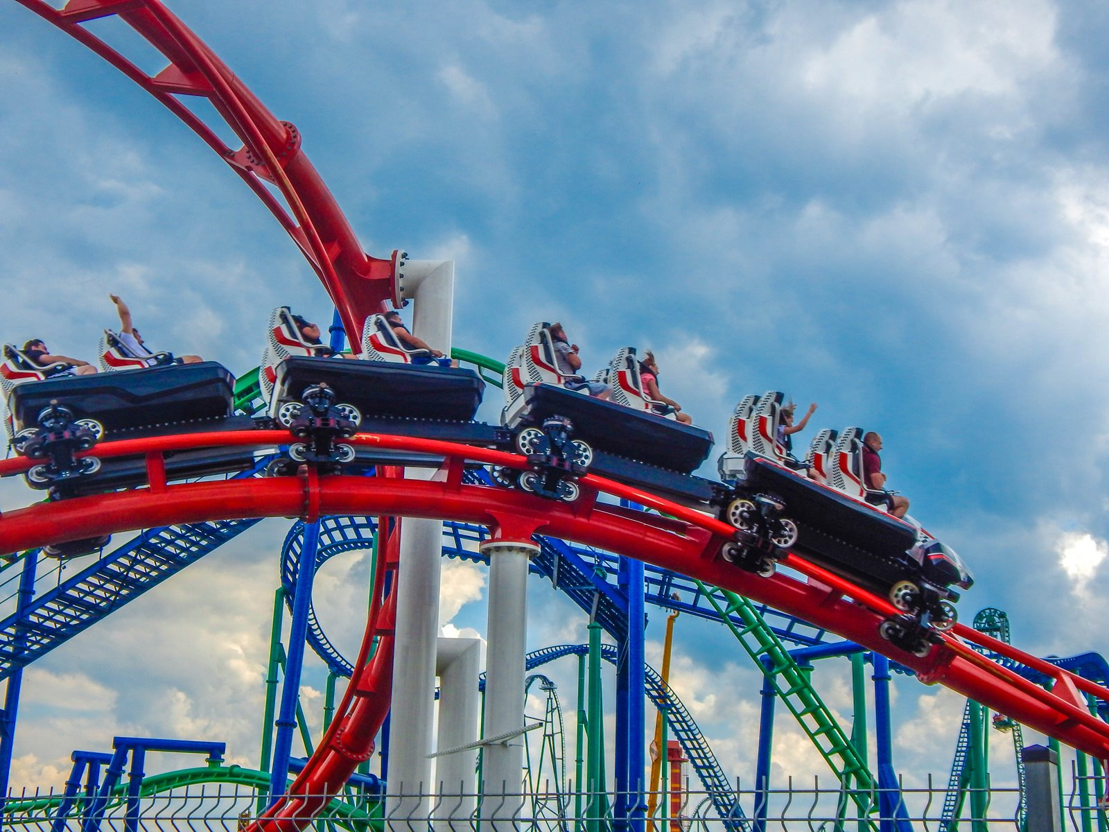 4 enerylandia atrakcje dla rodzin dla dzieci dla starszych czy warto ile kosztuje bilet jak dojechać recenzja opinie strach boję się roller coaster karuzele strefa wodna speed water coster pokazy lista