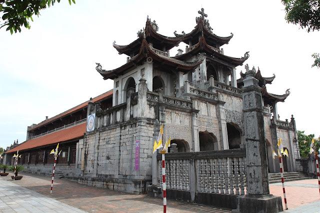 Bewildered Phat Diem Cathedral's architecture 5