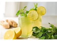 sıcak günlerde serinletici içecek istiyor insan evde yapımı basit bir limonata zencefilli limonata