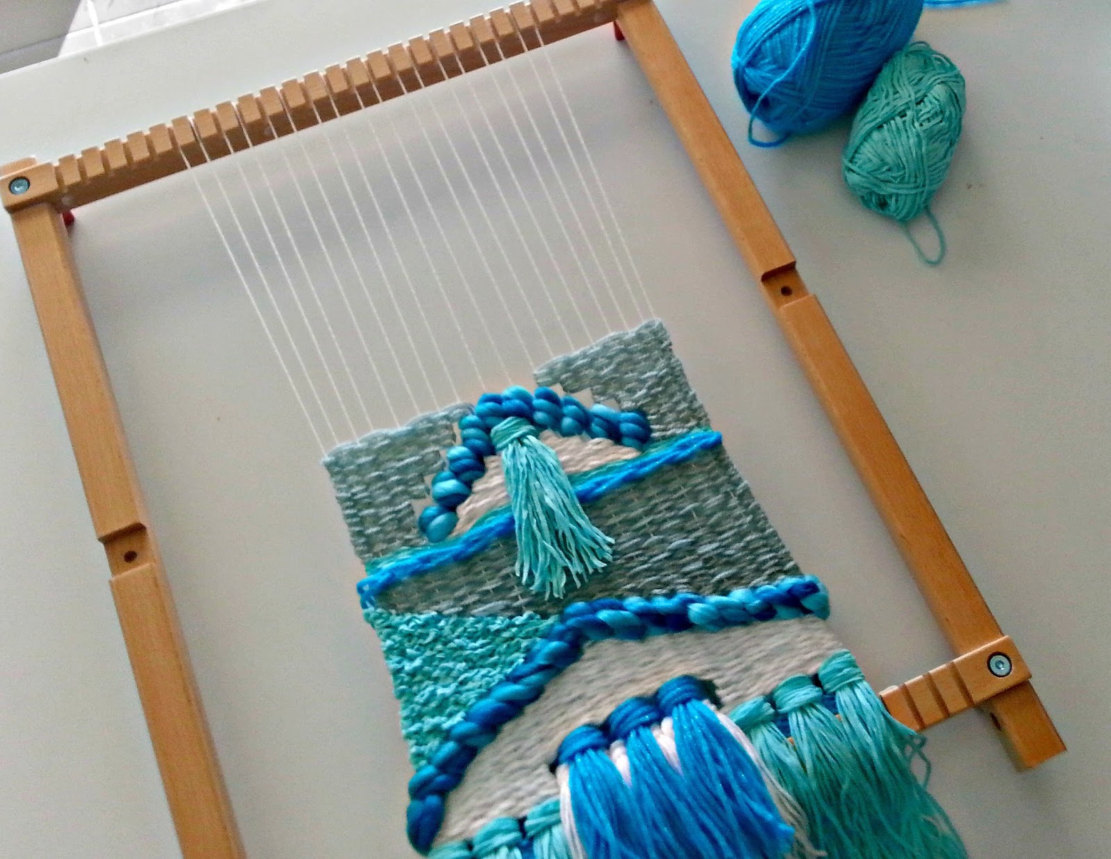 how to do weaving with wool