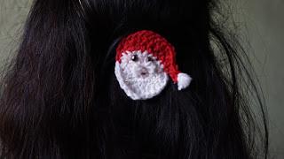 free crochet Santaclaus pattern, free crochet hairclip pattern, free crochet Xmas inspired headwear pattern