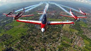 Tim Aerobatic TNI AU 'Jupiter Aerobatic Team' Sapa Masyarakat 3 Kota Sumatera
