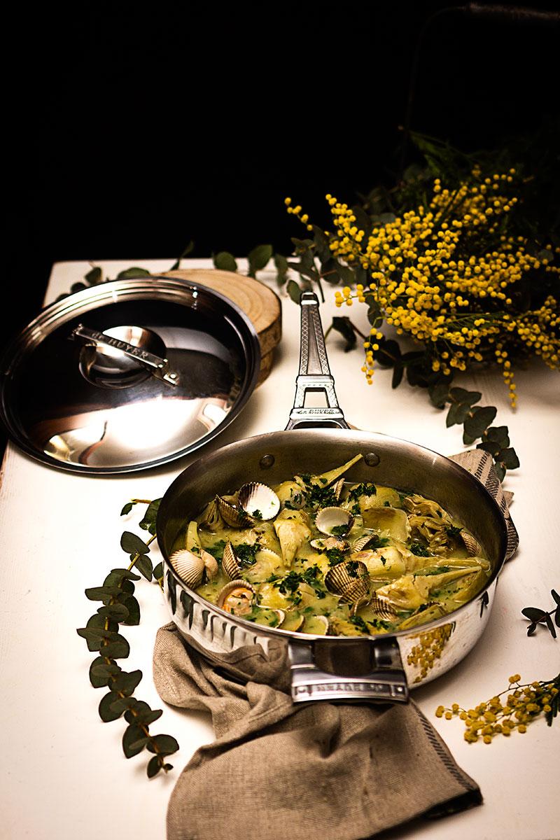 Alcachofas con salsa verde y berberechos