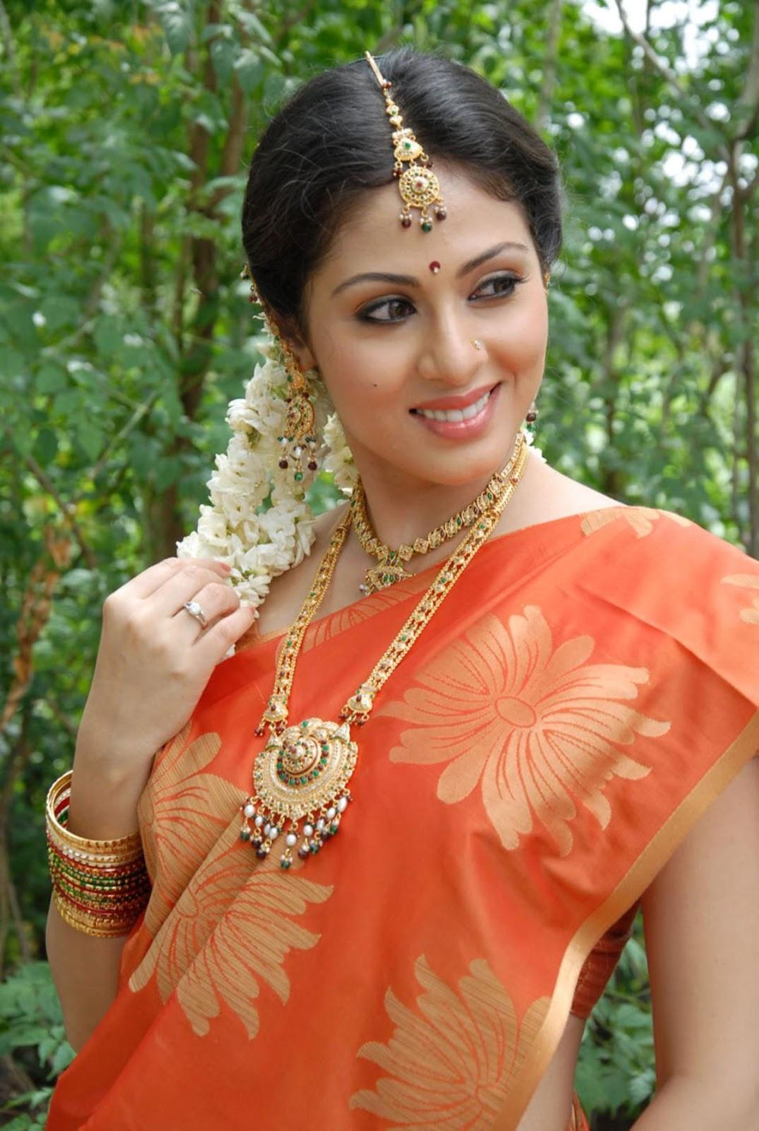 Spicy Saree: .: Sada Latest Hot New Spicy In Saree Images
