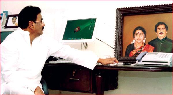 சசிகலா ஜாதகம் - 34 - ஜெயலலிதாவுக்குப் பின்னால் சசிகலா... சசிகலாவுக்குப் பின்னால் நடராசன்!