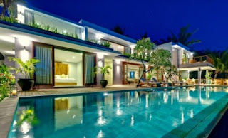 denah rumah mewah 2 lantai modern dengan kolam renang