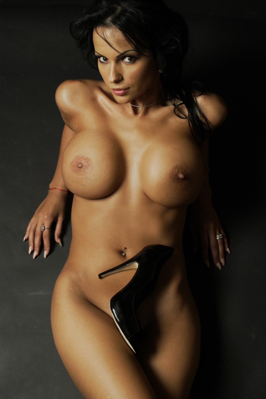 nude women outdoors sex