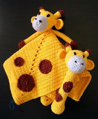Jirafas-para-bebé-ganchillo-Ideadoamano-Mantita-apego-sonajero