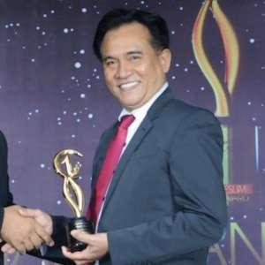 Ketua Umum Partai Bulan Bintang (PBB), Yusril Ihza Mahendra menjadi salah seorang dari sekian tokoh yang menerima penghargaan Moeslim Choice Award 2018