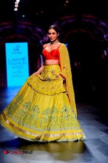 Bollywood Actress Malaika Arora Khan Walks on Ramp at LFW Summer 2017  0005.jpg