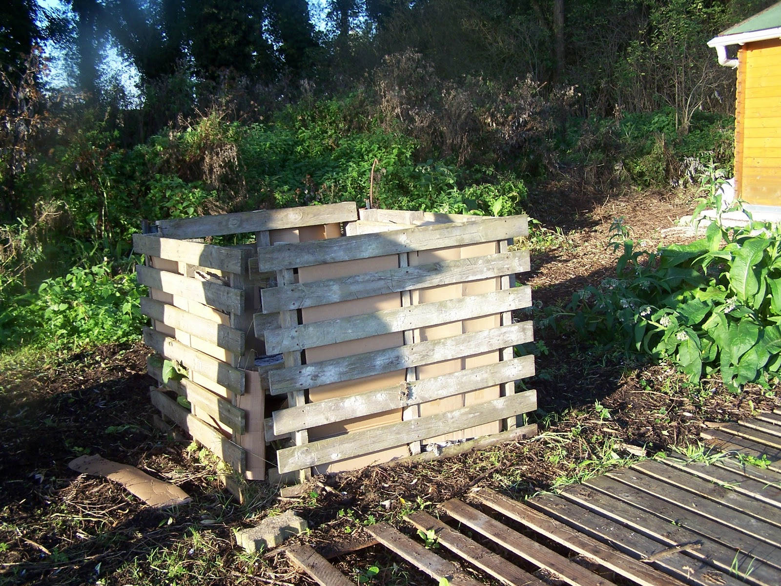 ecolo bio nature permaculture urbaine et jardinage bio composter a s 39 apprend. Black Bedroom Furniture Sets. Home Design Ideas