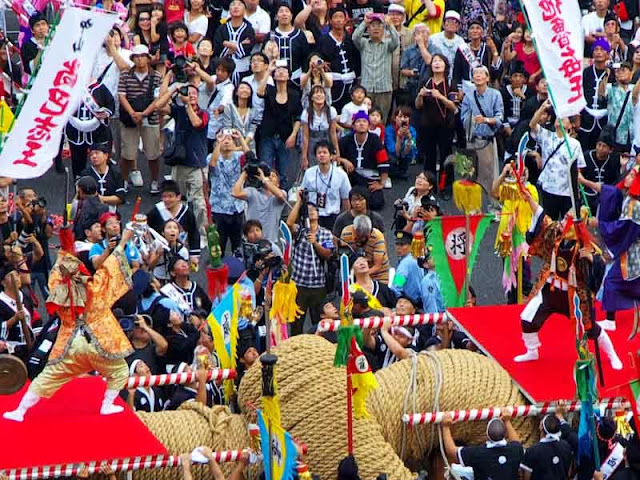 crowd at Naha Tug-O-War, Guinness Record rope