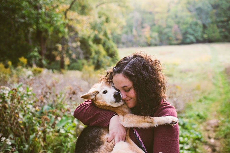Photographer Holds A Photoshoot With Her 16-Year-Old Dog Just In Time To Say Goodbye