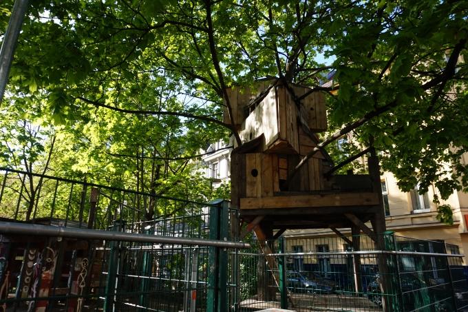 Isommille lapsille tarkoitettu leikkipaikka itä-Berliinissä, Mittessä