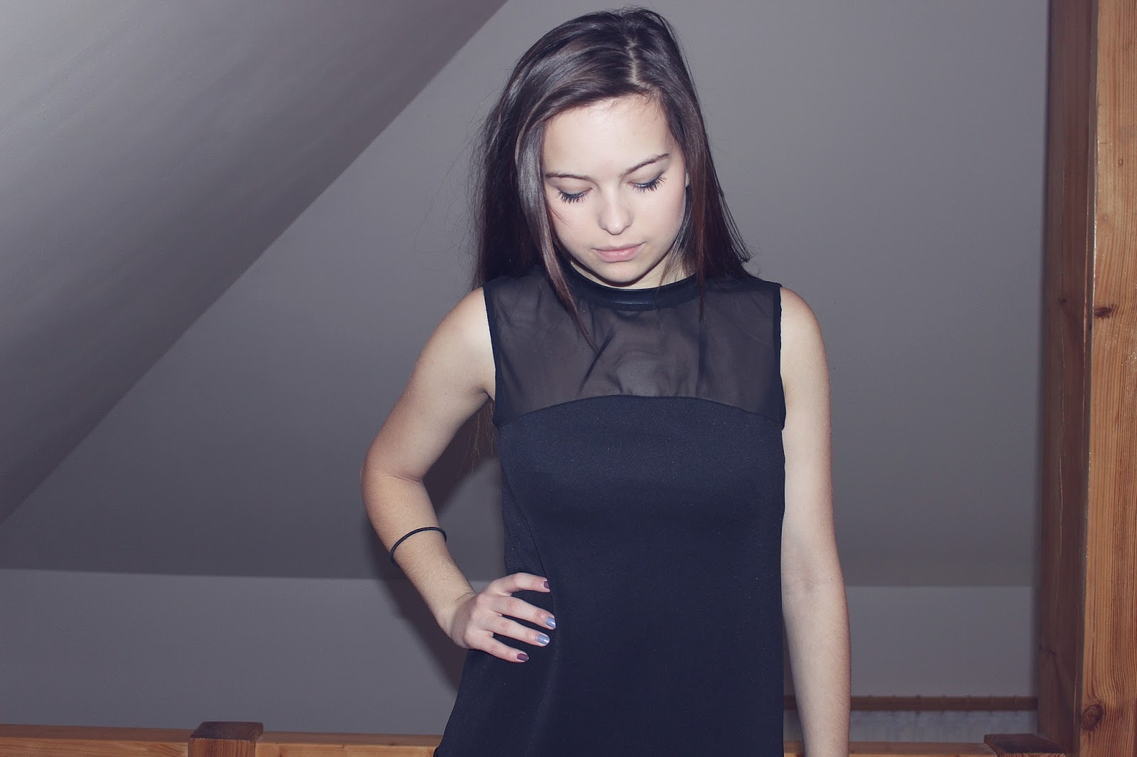 ❄ Luźna, czarna sukienka.