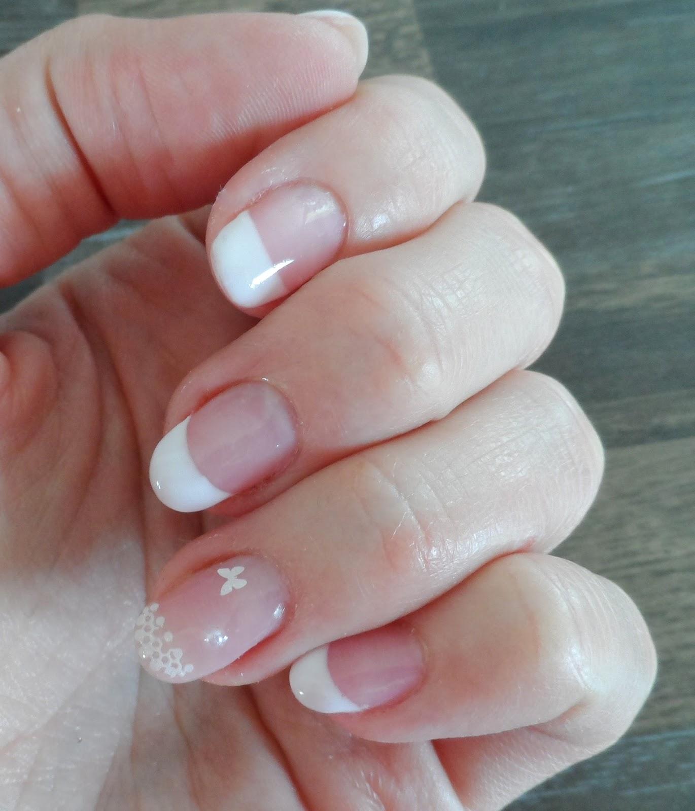 lorenixe 39 s nails french manucure de mariage avec dentelles papillons et perles blanches. Black Bedroom Furniture Sets. Home Design Ideas