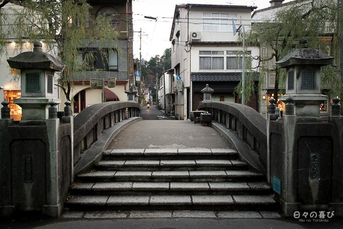pont sur le canal à Kinosaki