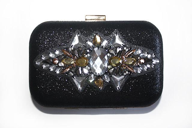 Clutch joya en negro y tonos metalizados para look de boda