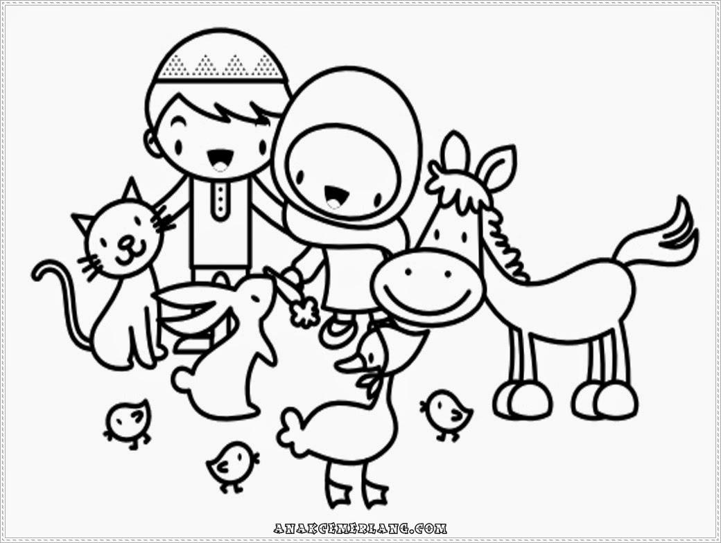 Mewarnai Gambar Anak Cemerlang Memberi Makan Binatang Anak
