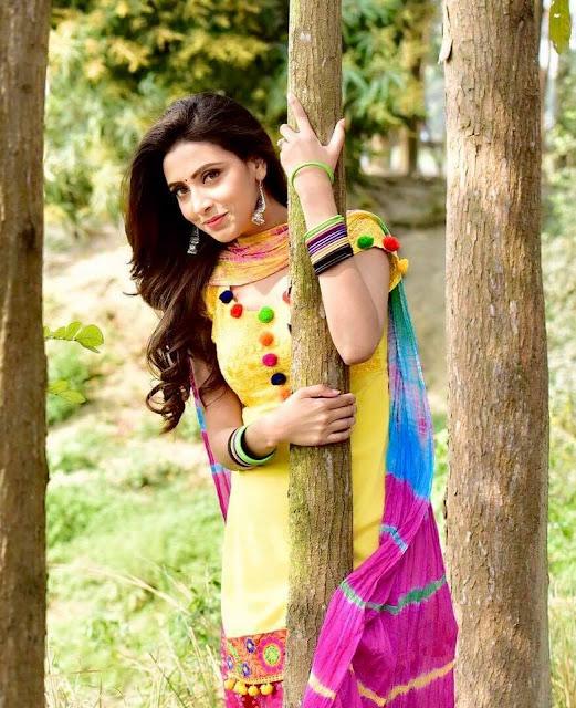 Bidya Sinha Saha New Wallpaper In Yellow Dress