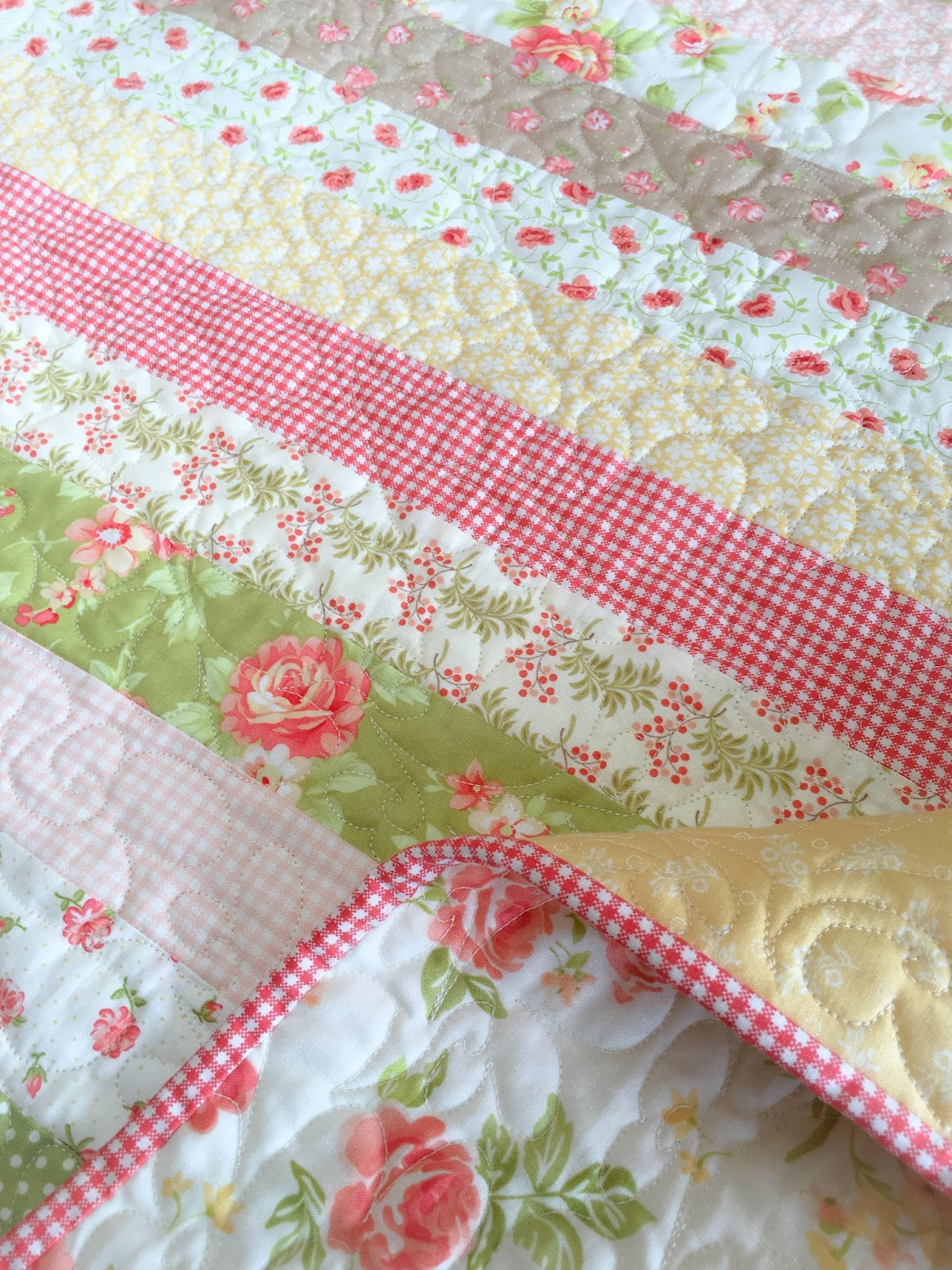 Carried Away Quilting: New Pattern: Sweetly Scalloped