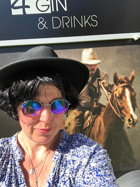 Photobooth, Horsebox-Bar, horseboxbar, Bayern, Garmisch-Partenkirchen, Event, mobile Bar, pop-up Bar, rent a bar, Uschi Glas, 4 weddings & events, 4 Gin & drinks, Hochzeitsbar, Event-Bar, Highlight für Events, Barhänger