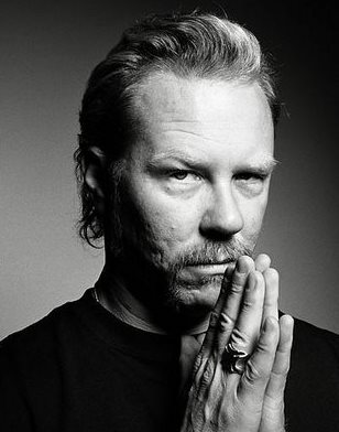 Foto de James Hetfield con bigote