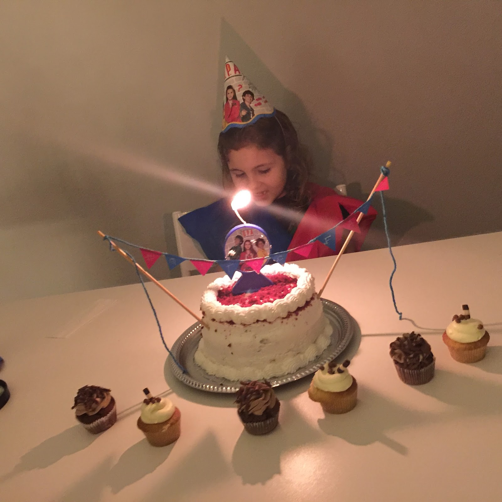 festa #GatocaFaz7 tema D.P.A. - Detetives do Prédio Azul bolo/cupcakes Sugar Bakery Curitiba ... blog Mamãe de Salto, todos os direitos reservados