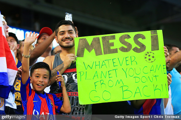 Barcelona fan has interesting message for Lionel Messi