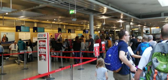 Einchecken am Nürnberger Flughafen