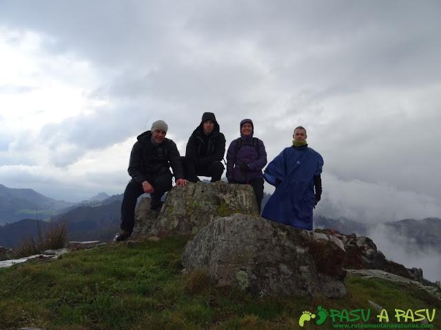 Ruta al Pico Gobia y La Forquita: Cima del Pico Bustronci