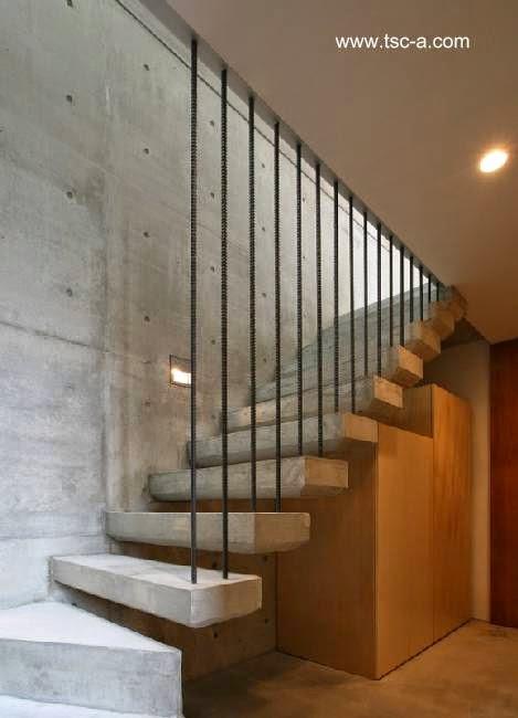 Escalera interior de la moderna casa japonesa de Ichinomiya