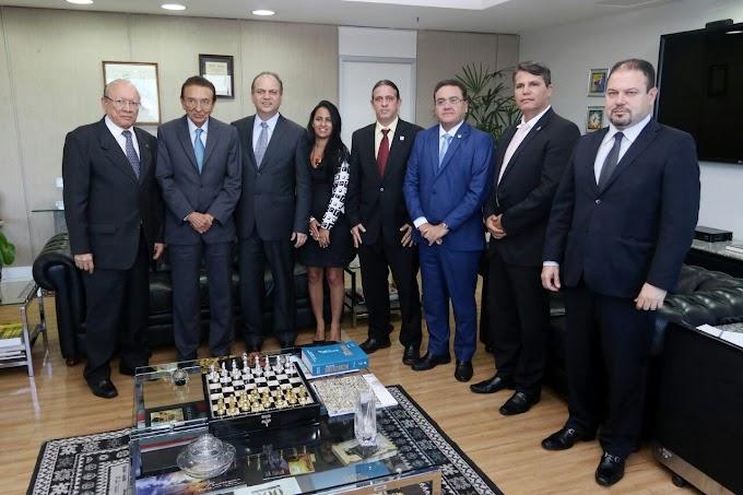 Com apoio de 3 Senadores, Prefeito Fábio Gentil(PRB) busca convênios no Ministério da Saúde em Brasília-DF